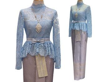 เสื้อลูกไม้คอปีนสีฟ้าดูดีมีระดับ แมทเข้ากับผ้าถุง เอวคาดด้วยเข็มขัดโบว์