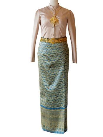 เสื้อบรมพิมานสีน้ำตาล แมทเข้ากับผ้าถุงป้ายสีน้ำเงินดิ้นทอง