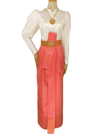 แบบชุดไทยบรมพิมานทรงทันสมัยเสื้อแขนยกเพิ่มความหรูหรา แมทเข้ากับผ้าถุงสีชมพู