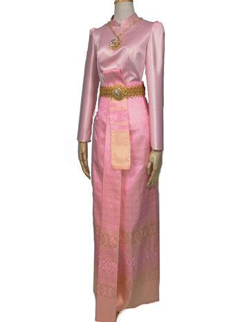 สีชมพูแบบเรียบหรู เน้นความสดใส เสื้อบรมพิมาน ผ้าถุงสีชมพูดิ้นทอง
