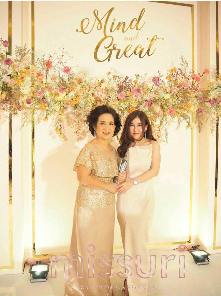 ชุดผู้ใหญ่ไปงานแต่งกลางวันสีทอง หรูหรา อลังการณ์