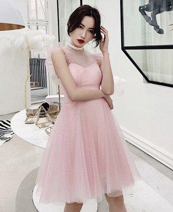 ชุดสั้นสีชมพู ออกงานทั้งทีต้องสวยที่สุด กระโปรงทรงสุ่ม ระบายช่วงแขน
