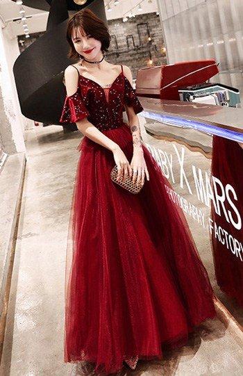 สีแดงเบอร์กันดี้ชุดราตรียาว กระโปรงทรงสุ่มแนวเจ้าหญิง ผ้ากำมะหยี่ปักด้วยเพชรเพิ่มความหรูหรา