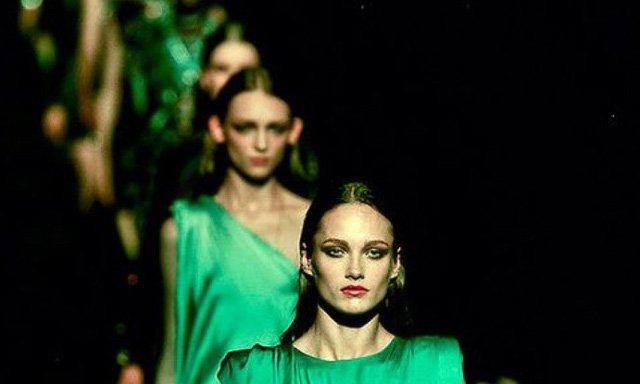 ชุดราตรีสีเขียว