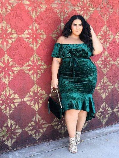 สาวเจ้าเนื้อไม่จำเป็นต้องใส่ชุดโคร่งๆปาดไหล่ผ้ากำมะหยี่สีเขียวเข้ารูปกระโปรงหน้าสั้นหลังยาว