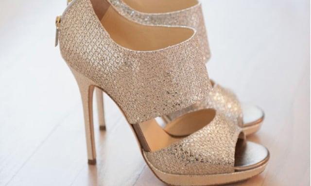 รองเท้าสีทองเปิกหน้าเท้าช่วยทำให้คุณดูเพรียวขึ้น