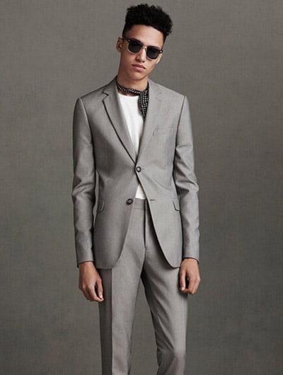 minimal กับชุดสูทสีเทา