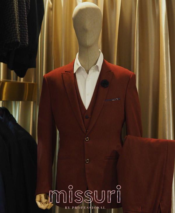 ชุดสูทสีแดงเบอร์กันดี้ ผ้าเรียบ สูทสีแดงออกงาน
