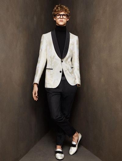 สูทสีขาวเเตงลายทักซิโด้ปกสีดำ