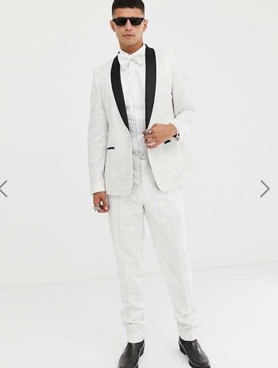 ชุดสูทสีขาวแต่งง่ายๆคลูๆแต่ดูเต็มได้ไม่ต้องเยอะ