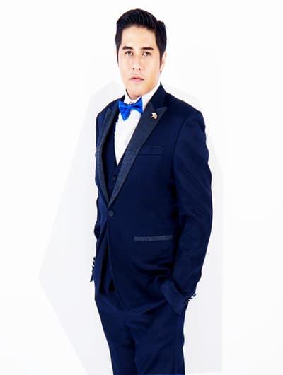 ชุดสูทสีน้ำเงินคนอ้วน