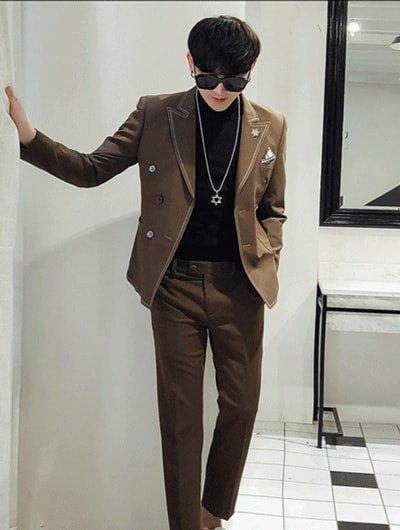 ชุดสูทเเนวเเฟชั่น เข้ารูป แมตท์กับเสื้อคอเต่าสีดำ