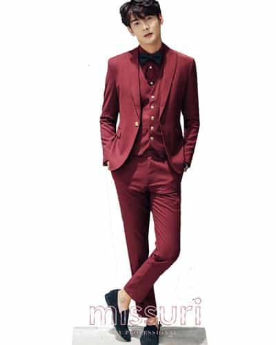 หล่อเท่เเบบหนุ่มเกาหลีชุดสูทสีเเดงแบบหนึ่งกระดุม