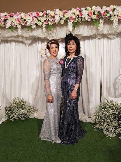 อลังการหรูหรากับชุดไปงานแต่งผู้ใหญ่ ผ้ากลิตเตอร์ แขนยาว