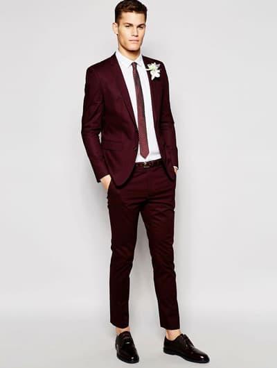 ออกงานเเต่งเช้าในชุดสูทสีเเดงเเมตท์กับเน็คไทด์สีเเดงตัดกับเสื้อเชิ๊ต