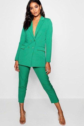 สูทผู้หญิงสีเขียว