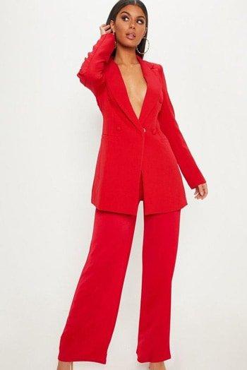 สูทผู้หญิงสีแดง