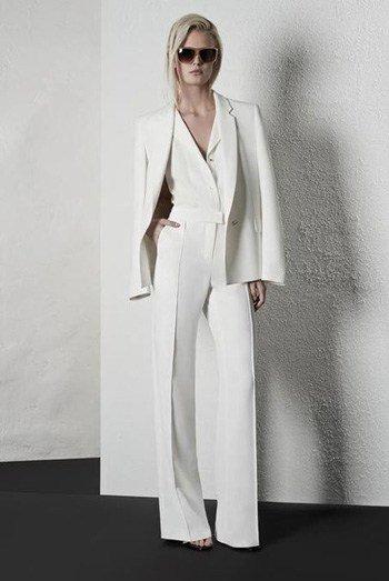 สูทผู้หญิงสีขาว