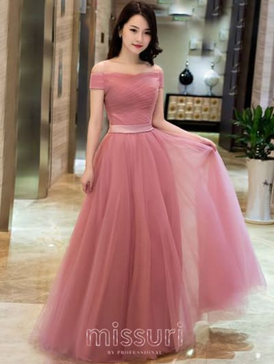 สวยน่ารักผ้าชีฟองปาดไหล่กระโปรงทรงสุ่มเหมาะกับชุดไปงานเเต่งสีชมพูที่สามารถดึงดูดสายตาได้ดี