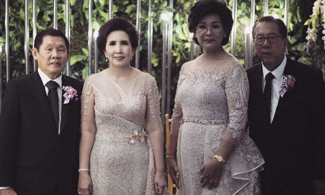 สไตล์ สูทไปงานแต่งผู้ใหญ่ และ ชุดผู้ใหญ่ไปงานแต่ง กลางวัน ผ้าลูกไม้แนวเรียบหรู แมทเข้ากับชุดสูท