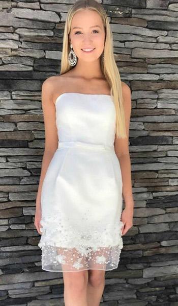 mini dressเกาะอกสีขาวเรียบหรูน่ารักเข้ารูปกระโปรงทรงสอบปักด้วยลูกไม้เเละเพชร