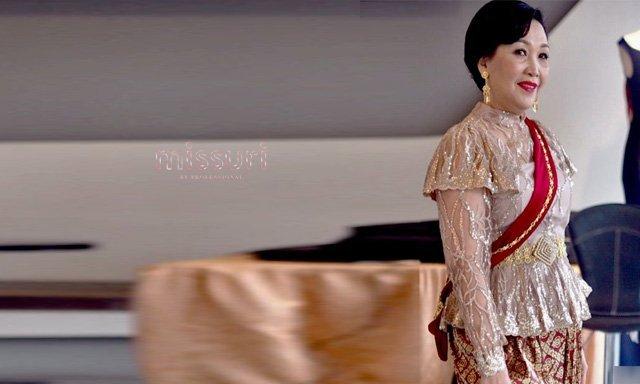 สวยหรูกับชุดไทยแม่เจ้าสาวผ้าไหม มาพร้อมกับเครื่องประดับชุดไทยแบบครบเซ็ท