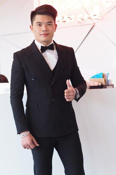 สีดำ Suits สี่กระดุมสุดเนี๊ยบสำหรับหนุ่มที่รักความเรียบหรู