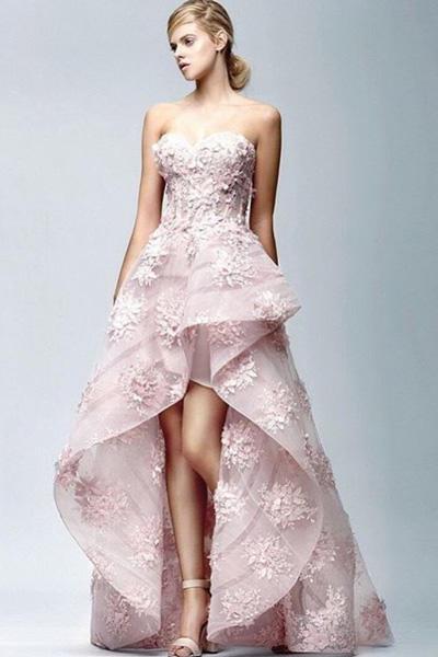 ฟินเนเร่กับผ้าลูกไม้ลายดอกสีชมพูสุดหรู