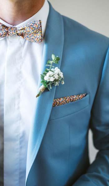 ชุดสูทสีฟ้าเเมตท์กับหูกระต่ายลายดอกไม้เเละผ้าเช็กดหน้าที่เข้าชุด