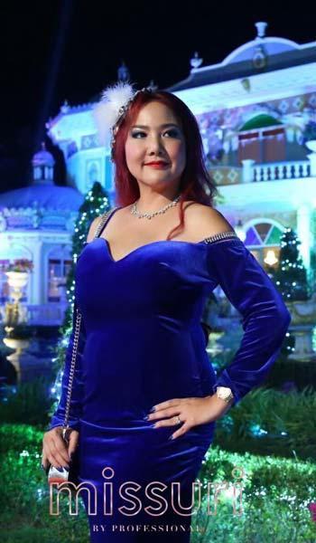 สวยเเซ่บดึงดูดสายตาในชุดราตรีไปงานเเต่งสีน้ำเงินเเขนยาวเปิดไหล่เข้ารูป