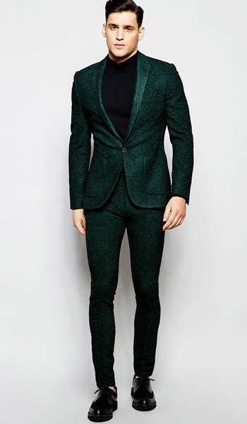 สูทสีเขียวใส่คู่กับเสื้อคอกลมแบบเรียบหรู ดูเท่ห์ไปอีกแบบ