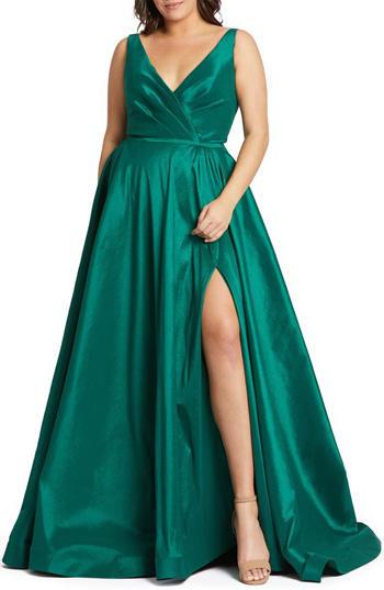 หรูหราด้วยชุดราตรีสีเขียวคอวีเน้นเอวกระโปรงทรงสุ่มผ่าหน้าขา