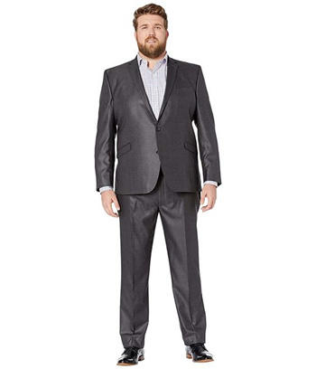 มาในแนวชิวๆแต่คงความเรียบหรู ในแบบชุดสูทสีเทาเข้มกางเกงทรงเข้ารูป ในคู่กับเชิตเทาอ่อน