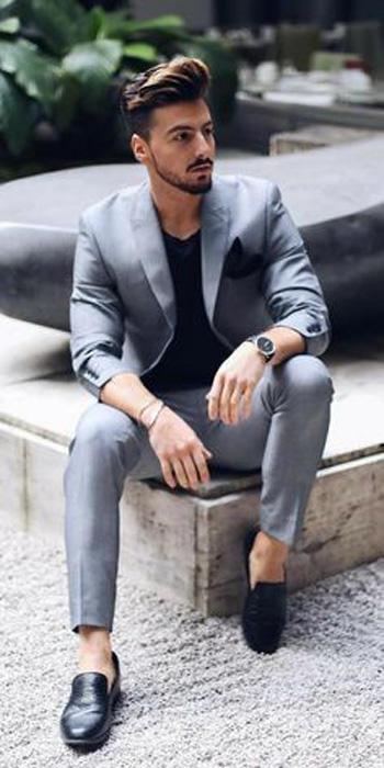 สไตล์วัยรุ่นแบบเรียบโก้ เสื้อคอกลมสีดำ กับสูทสีเทาเงิน