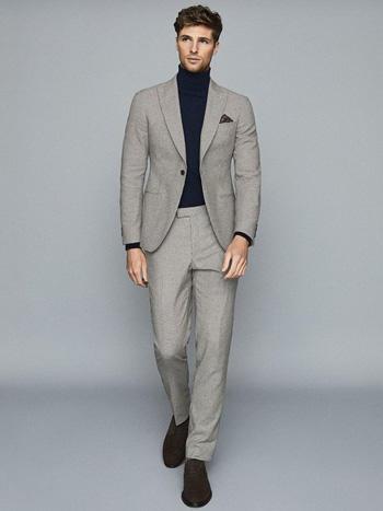 สไตล์วัยรุ่นกับสูทสีเทาเงิน เสื้อคอเต่า ทรงกางเกงทรงสลิมฟิต