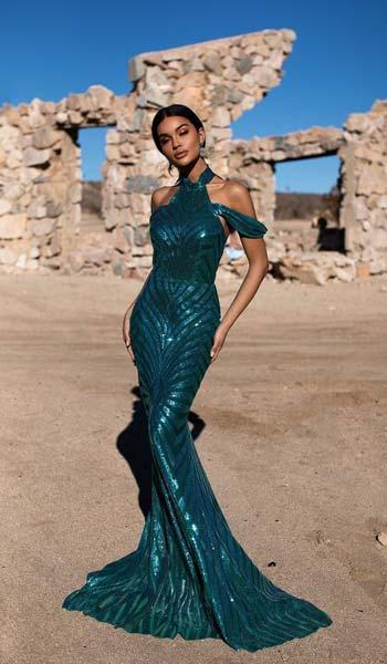 ชุดราตรีเเบบหรูหราผ้าปักเลื่อมสีเขียวกระโปรงยาวหางปลา