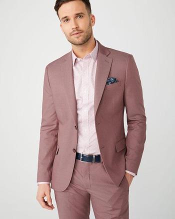 ชมพูกลีบบัว กับเสื้อเชิตสีชมพู กางเกงทรงเข้ารูป