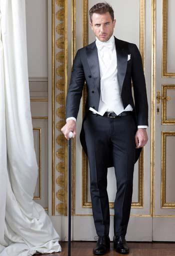 สไตล์วินเทจทักซิโด้หางยาวเเมตท์กับดสื้อเชิ๊ตสีขาว ทรง slim Fit