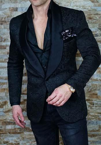 สูทลายปกทักซิโด้เงาเเมต์กับเสื้อเชิ๊ตสีดำ