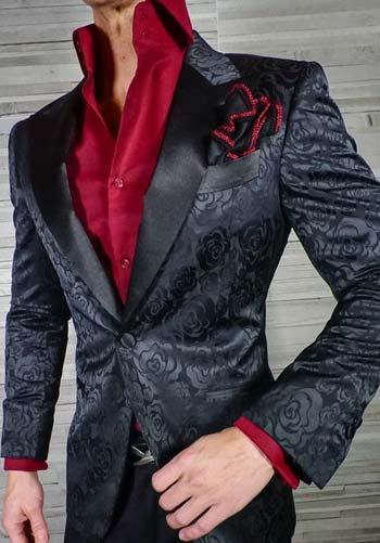 เท่สะดุดตากับเสื้อสูทลายดอกไ้หนึ่งกระดุมเเมตท์กับเสื้อเชิ๊ตสีเเดง