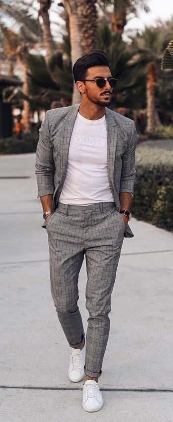 แบบชุดสูทสีเทาสไตล์ Every Day Look ลายเส้นเเมตท์กับเสื้อคอกลมสีขาว