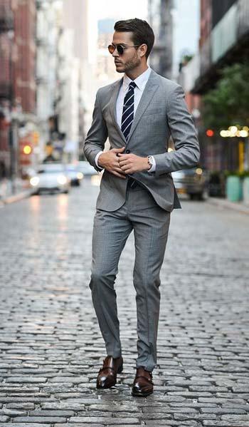 เรียบหรูกับชุดสูทสีเทาหนึ่งกระดุมกับเสื้อเชิ้ตสีขาวเข้ารูปทรงSlim Fit
