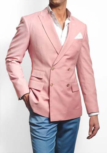 แบบเสื้อสูทสีชมพูสี่กระดุมเข้ารูปแมตท์กับกางเกงสีฟ้าขาทรงกระบอก