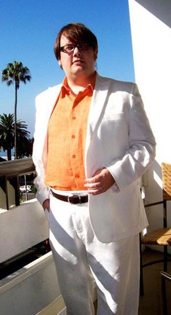 ชุดสูทคุณผู้ชายสีขาวไซส์ใหญ่แบบเรียบหรู ทรงเข้ารูปสลิมฟิต