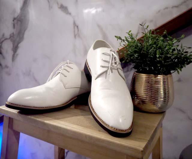 รองเท้าใส่คู่กับเสื้อสูทแบบครบเซ็ท